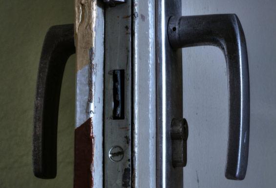 Nicht verschließbare Tür