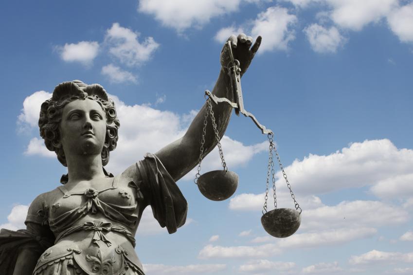 Justizta mit Waage