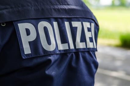 Rücken eines Polizisten