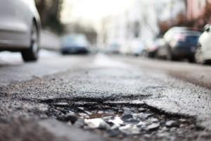 Land haftet für Straßenschäden